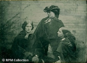 Sisters+Bronte+photo